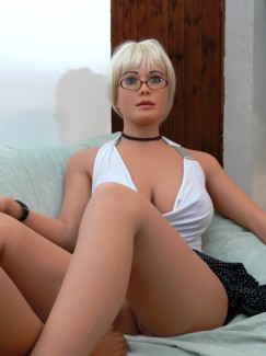 Love Doll Laura Luxe - Image 15